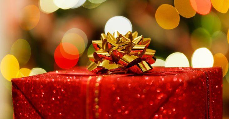 Rød julegave med sløjfe